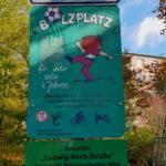 Schild am Bolzplatz Nikolausberger Weg / Ludwig Beck Str.
